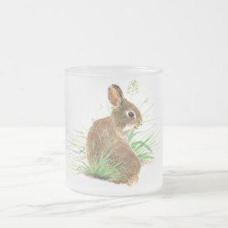 Caneca De Café Vidro Jateado Personalize este coelho curioso, animal da