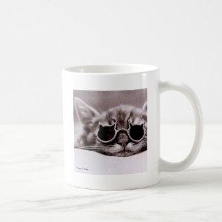 Caneca de café viva do gato o mais fresco