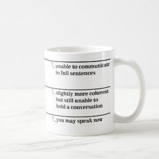 Caneca De Café Você pode falar agora agride com linhas da