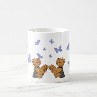 Caneca De Café Yorkies e borboletas