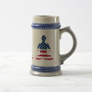 Caneca De Cerveja Bandeira da ioga do americano da meditação dos EUA