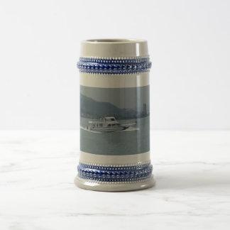 Caneca De Cerveja Barco do cruzeiro no rio /Blue cinzento de Tamsui