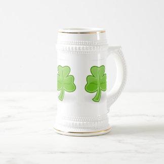 Caneca De Cerveja Branco irlandês de St Patrick do trevo/caneca
