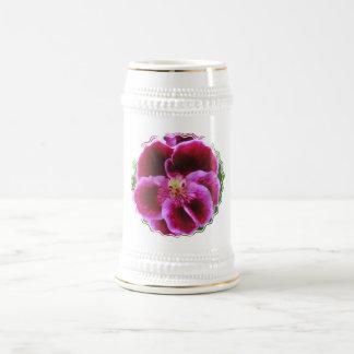Caneca de cerveja cor-de-rosa da cerveja do amor