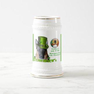 Caneca de cerveja da cerveja do german shepherd do