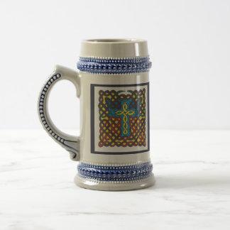 Caneca de cerveja da cruz celta