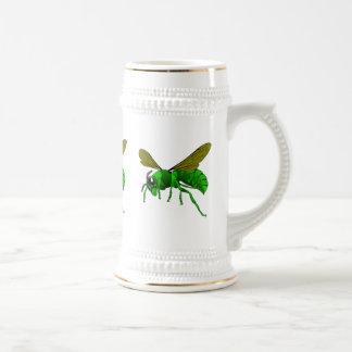 Caneca De Cerveja Desenhos animados verdes e abelha da vespa do