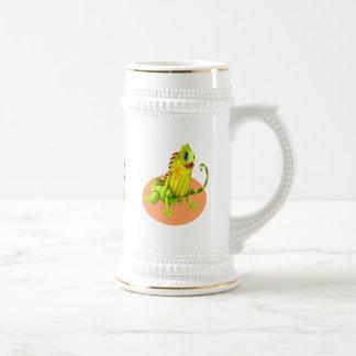 Caneca De Cerveja Lagarto feliz verde adorável da iguana da natureza