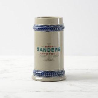 Caneca De Cerveja Máquinas de lixar de Bernie do T para o presidente