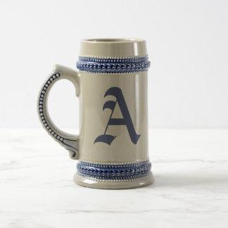 Caneca de cerveja Monogrammed inglesa velha de