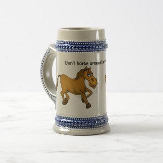 Caneca De Cerveja Não faz o cavalo ao redor com meu stein. da