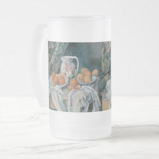 Caneca De Cerveja Vidro Jateado Ainda vida com uma cortina por Paul Cezanne