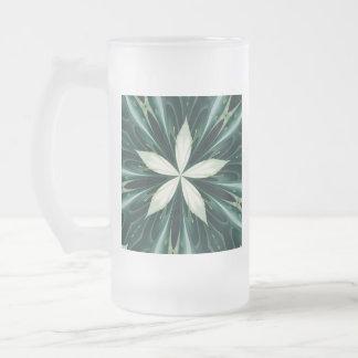 Caneca De Cerveja Vidro Jateado Folhas do branco em um caleidoscópio verde da