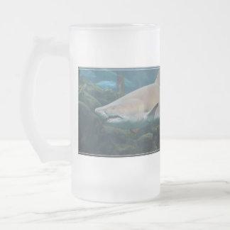 Caneca De Cerveja Vidro Jateado Grande tubarão branco assustador