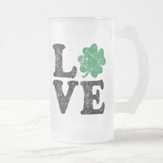 Caneca De Cerveja Vidro Jateado Irlandês do trevo do AMOR do Dia de São Patrício
