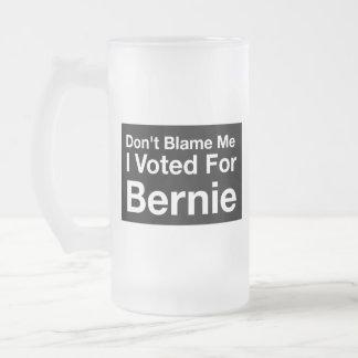 Caneca De Cerveja Vidro Jateado Não me responsabilize, mim votou para Bernie