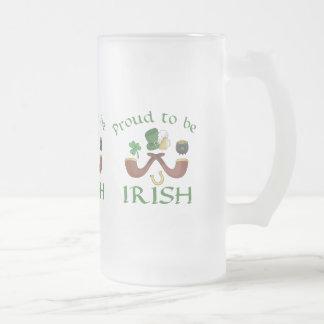 Caneca De Cerveja Vidro Jateado Orgulhoso ser tubulações irlandesas e chapéu verde