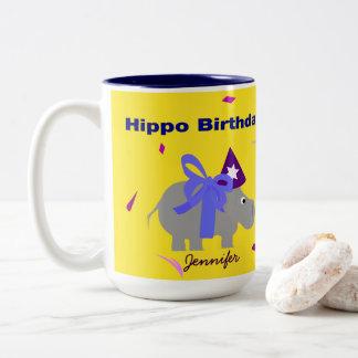 Caneca do aniversário do hipopótamo personalizada