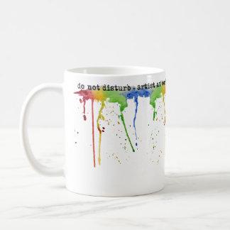 Caneca do *Artist* do arco-íris da aguarela