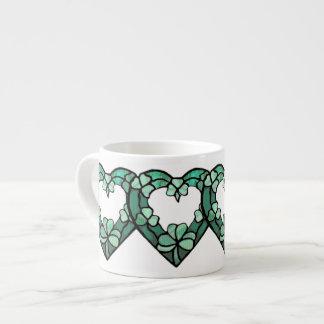 Caneca do café do coração de quatro trevos