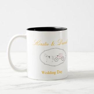 Caneca do casamento com gráficos do casamento