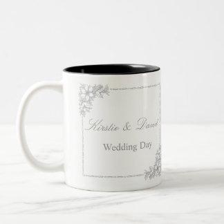 Caneca do casamento com gráficos ornamentado