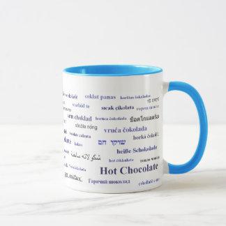 Caneca do chocolate quente em línguas diferentes