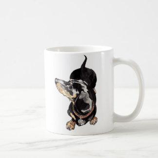 caneca do dachshund com impressões da pata