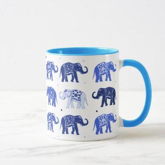 Caneca do elefante azul e branco