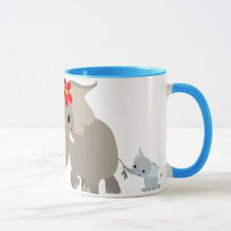 Caneca do elefante e da vitela da mãe dos desenhos