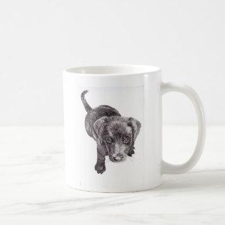 Caneca do filhote de cachorro de Labrador do