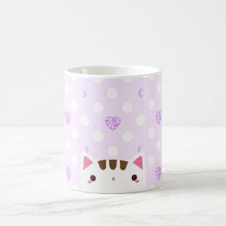 Caneca do gato com corações e luas do lilac