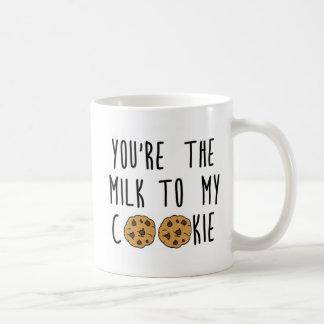 Caneca do leite e do biscoito