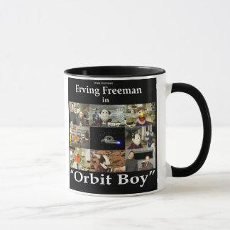 Caneca do menino da órbita