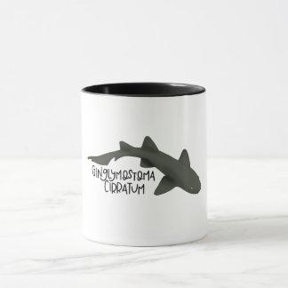 Caneca do tubarão de enfermeira