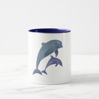 Caneca Dois golfinhos tropicais que saltam ao lado de se