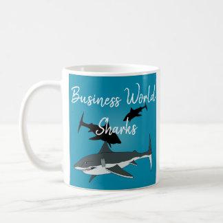Caneca dos tubarões do mundo do negócio