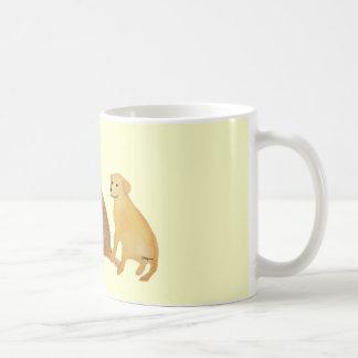 Caneca dourada dos Retrievers de Labrador
