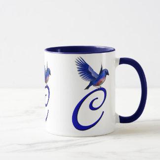 Caneca elegante Monogrammed do Bluebird da inicial