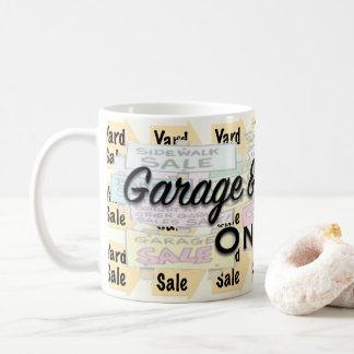 Caneca em linha das vendas de garagem