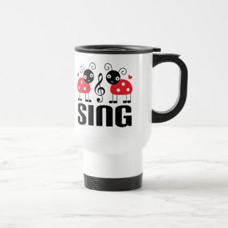Caneca engraçada da música do cantor do coro