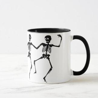 Caneca Esqueletos da dança (o Dia das Bruxas)