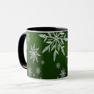 Caneca Estrelas verdes do Natal com o cristal de gelo