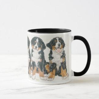 Caneca Filhotes de cachorro do cão de montanha de Bernese
