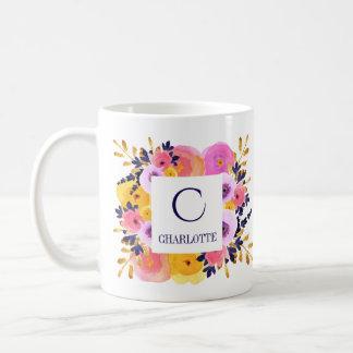 Caneca floral personalizada do monograma e do nome