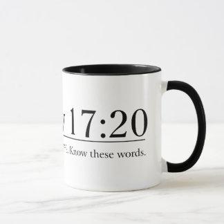 Caneca Leia o 17:20 de Matthew da bíblia