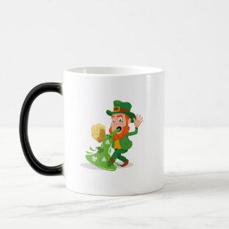 Caneca Mágica O dia de St Patrick engraçado do Leprechaun