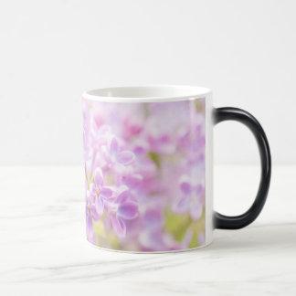 Caneca Mágica O Lilac floresce a névoa