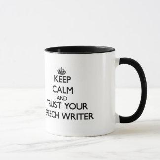 Caneca Mantenha a calma e confie seu escritor de discurso