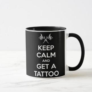 Caneca Mantenha a calma e obtenha um tatuagem